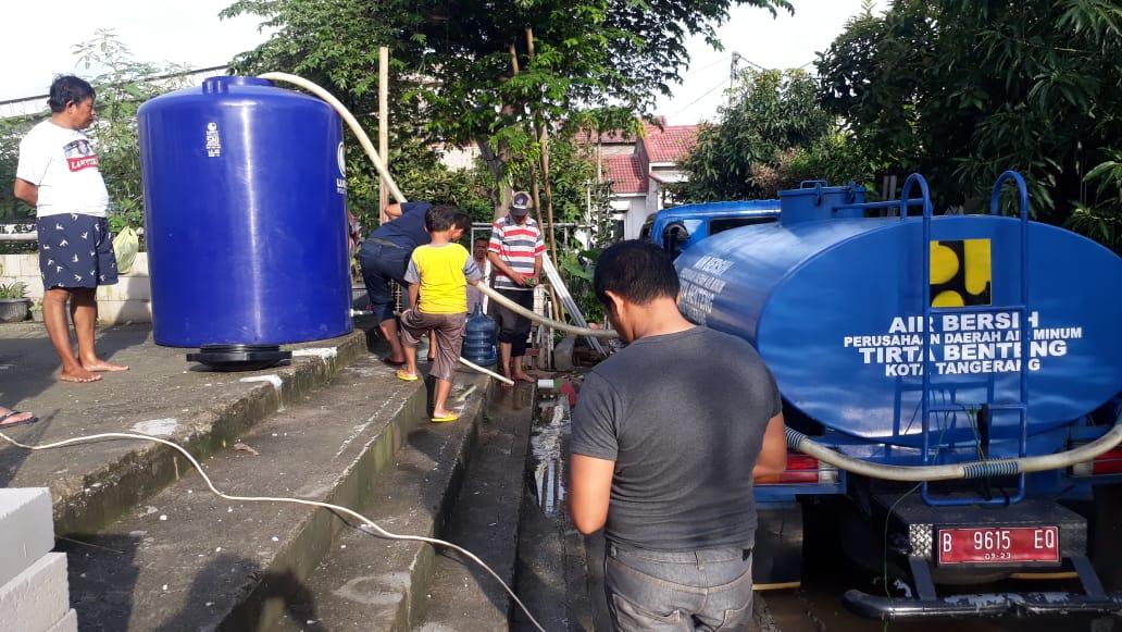 , PDAM TB Pasang Toren di Lokasi Banjir Periuk Untuk Mudahkan Warga Mengambil Air Bersih, INFO TANGERANG, INFO TANGERANG