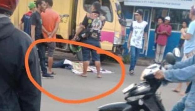 wanita tewas ditabrak truk di tangerang, Seorang wanita Tewas Di Tabrak Truk Di Tangerang, INFO TANGERANG, INFO TANGERANG