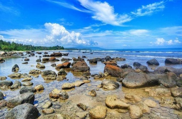 Hidden Gem Pantai di Banten Masih Asri dan Bersih